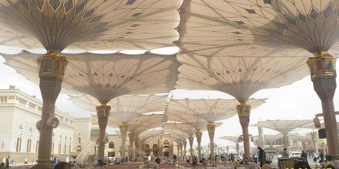 Teduhnya Payung Raksasa di Masjid Nabawi